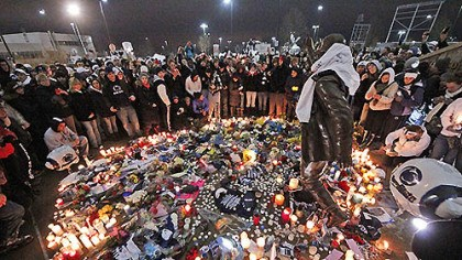 Memorial Six months ago, after the death of legendary Penn State football coach Joe Paterno, people crowded around the statue with flowers and candles in remembrance.