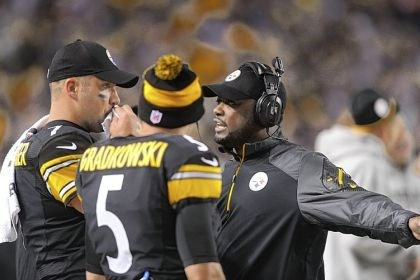 Mike Tomlin Mike Tomlin talks with his quarterbacks Ben Roethlisberger and Bruce Gradkowski in the second half of a loss Sunday night to the Chicago Bears that dropped the Steelers to 0-3.