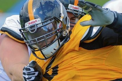 Steel1 Defensive end Ziggy Hood fights off a block by guard Mike Golic Jr. Monday at training camp. The Steelers are introducing a zone-blocking scheme this season under new offensive line coach Jack Bicknell Jr.