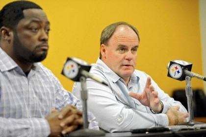 Steelers-1 Steelers coach Mike Tomlin and general manager Kevin Colbert discuss their options Monday on the upcoming NFL draft during a new conference on the South Side.