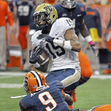street Pitt's Devin Street catches a pass against Syracuse's Ri'Shard Anderson in the second quarter Friday against Syracuse. Street caught 10 passes for 130 yards.