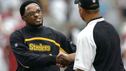 Tomlin greets Whisenhunt Steelers head coach Mike Tomlin greets Cardinals head coach and former Steelers off