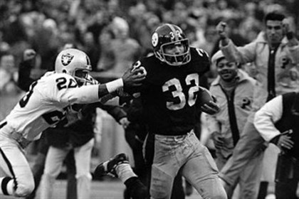 "harris0202 The Steelers' Franco Harris eludes a tackle attempt by the Raiders' Jimmy Warren on the way to scoring on the ""Immaculate Reception."""