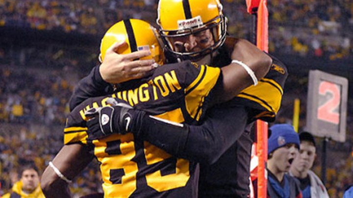 Ben Roethlisberger and Nate Washington Steelers quarterback Ben Roethlisberger celebrates with linebacker Nate Washington after throwing his fourth touchdown of the first half against the Ravens.(vs. Ravens 11/05/07)