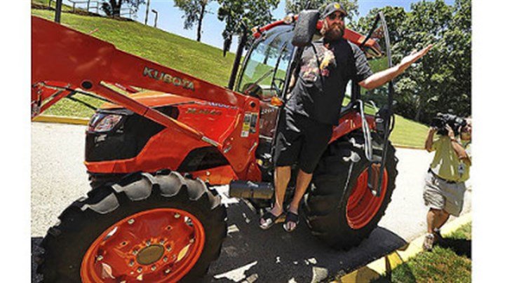 Brett Keisel arrives in tractor Players have been known to show up at camp in all sorts of stylish rides, but it's likely none ever arrived at Saint Vincent driving a tractor as Brett Keisel did Wednesday.