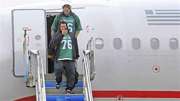 Chris Kemoeatu Chris Kemoeatu, foreground, and the rest of the offensive linemen -- all sporting Flozell Adams throwback jerseys from Michigan State -- exit the plane at Dallas-Fort Worth International Airport Monday. The jerseys were a tribute to Adams.