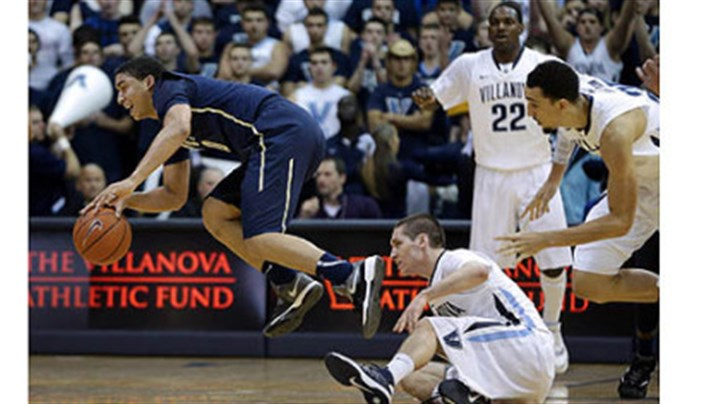 James Robinson Pitt's James Robinson, left, leaps away after stealing the ball from Villanova's Ryan Arcidiacono, center, as JayVaughn Pinkston and Darrun Hilliard look on during the first half.