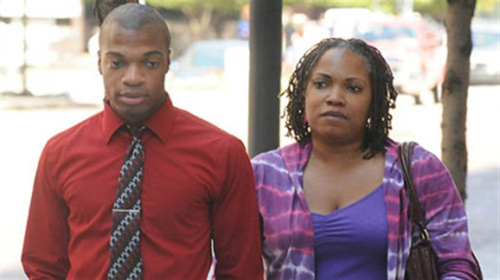 Jordan Miles and Terez Miles Jordan Miles and his mother, Terez Miles, arrive at the federal courthouse Wednesday morning.