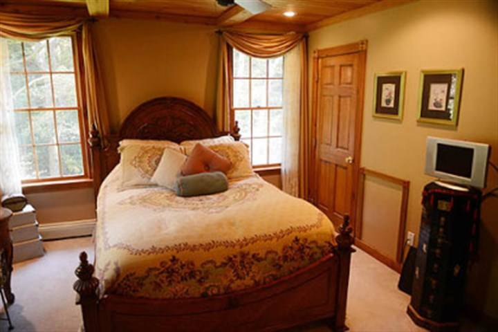 Light flows into the master bedroom. Light flows into the master bedroom.
