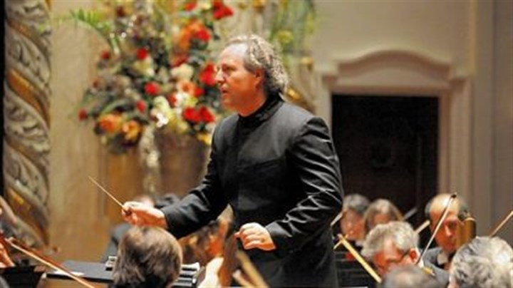 Manfred Honeck Manfred Honeck directs the Pittsburgh Symphony Orchestra.