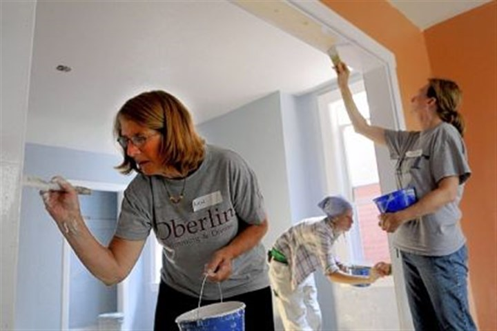 "Painting From left, Amy Boyd of Indiana Township, Emily Cadenhead of Freedom and Dorrie Friedrich of McCandless help with the painting on Tuesday during the Homewood Renaissance Association ""blitz build"" with volunteers from Hosanna Industries and Fox Chapel Presbyterian Church."