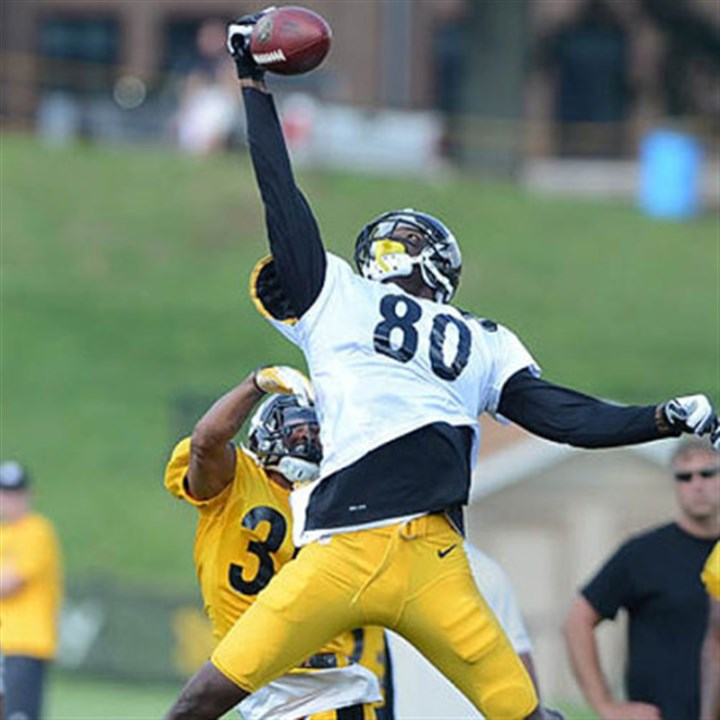 plaxico jumps at camp Plaxico Burress leaps over cornerback Isaiah Green, but cannot hang on to the pass from Ben Roethlisberger during a recent practice at Saint Vincent College in Latrobe.