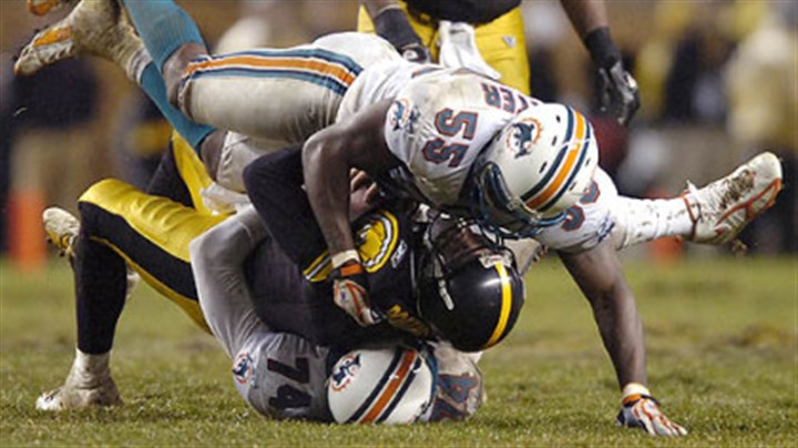Quentin Moses and Porter sack Dolphins' defensive end Quentin Moses sacks Roethisberger with ans assist from former Steeler now Dolphins' linebacker Joey Porter. (vs. Dolphins 11/26/07)