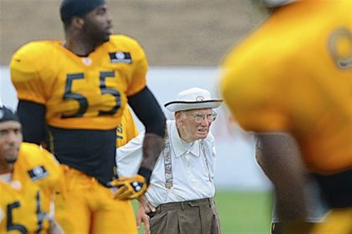 rooney Steelers owner Dan Rooney watches afternoon practice at Saint Vincent College.
