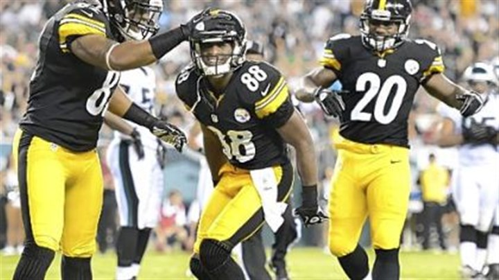 sanders Steelers receiver Emmanuel Sanders (88) celebrates his touchdown in the first half Thursday against the Eagles in Philadelphia.
