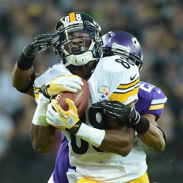 sanders passs Steelers Emmanuel Sanders hauls in long pass from quarterback Ben Roethlisberger beating the Vikings Josh Robinson in the first half.