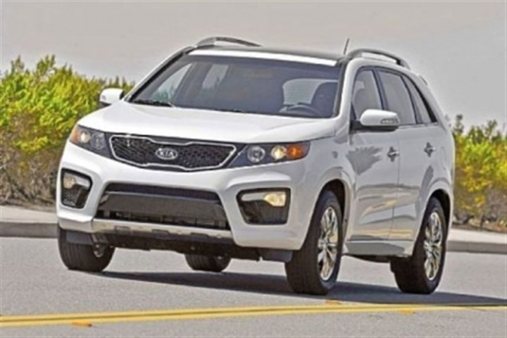 sorento The 2013 Kia Sorento offers families seven SUV seats on a budget.