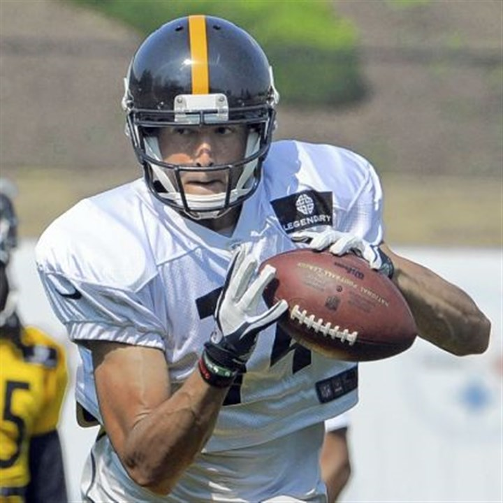 Steelers-3 Derek Moye is trying to make the Steelers in his first professional camp. If that is not challenge enough, he also is dealing with the death of his father, Jerry, who passed away July 3.