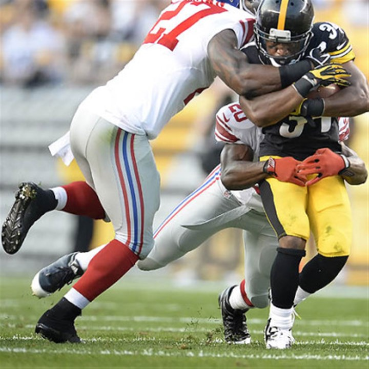stephenshowling Steelers running back LaRod Stephens-Howling picks up a first down against the Giants.