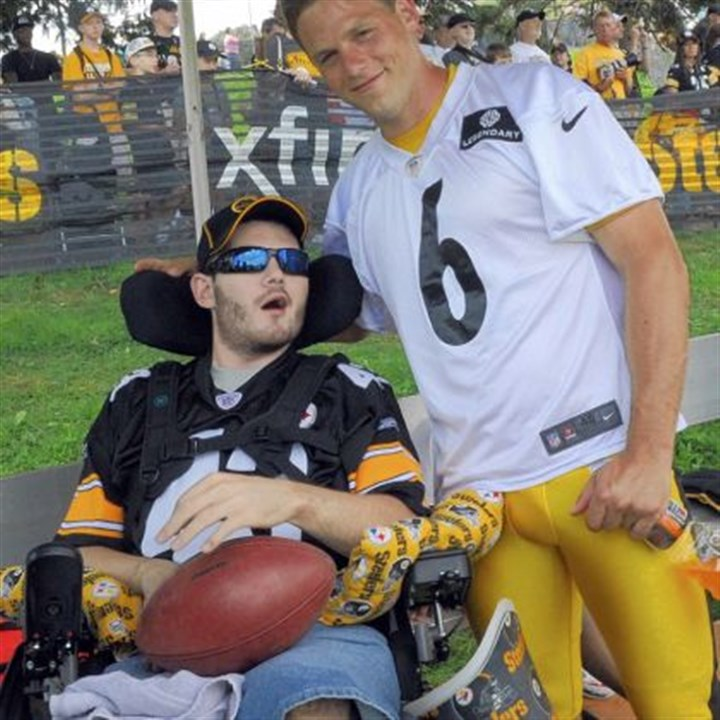 suisham Steelers kicker Shaun Suisham poses Monday with Sgt. Doug Vitale, who lost both legs and had strokes to both sides of his brain after he stepped on an IED Sept. 25, 2011 in Sangin, Afghanistan. Vitale was a guest at training camp.