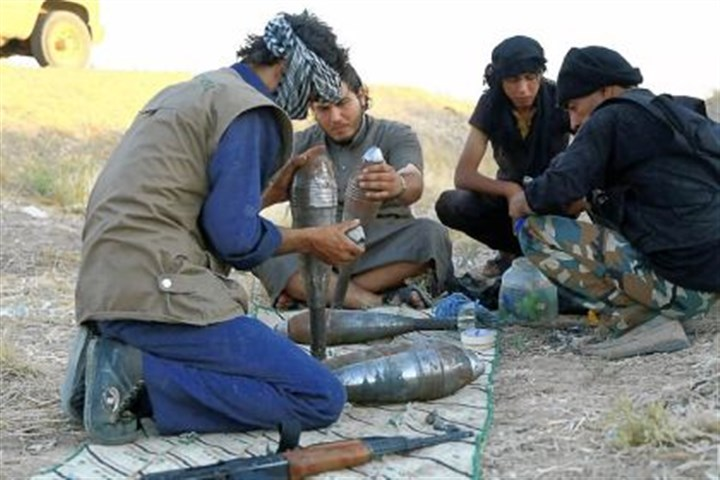 Syria Rebel fighters prepare homemade mortar rounds on Tuesday in the northern Syrian city of Raqqa.