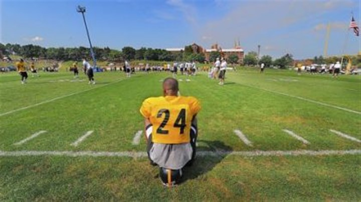taylor Ike Taylor takes a break during workouts.