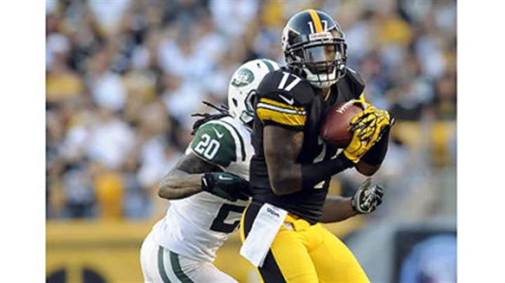 wallace Steelers receiver Mike Wallace pulls in a pass as he is defended by Jets defensive back Kyle Wilson in the fourth quarter Sunday at Heinz Field.