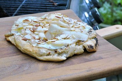 Grilled pizza Pizza with Pears, Pecorino and Walnuts