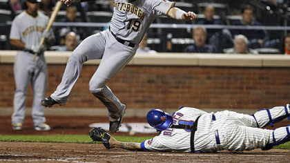 Pirates 39 farcical defense hands game to mets 8 7 for Farcical run out