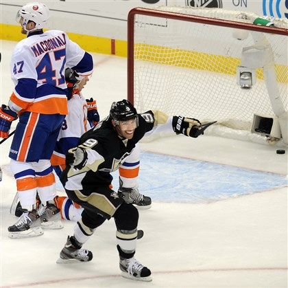 dupuis1129-3 Pascal DuPuis scores the first of his two goals May 1st in the Penguins rout of the Islanders in Game 1 of the teams Eastern Conference quarterfinal series at Consol Energy Center.