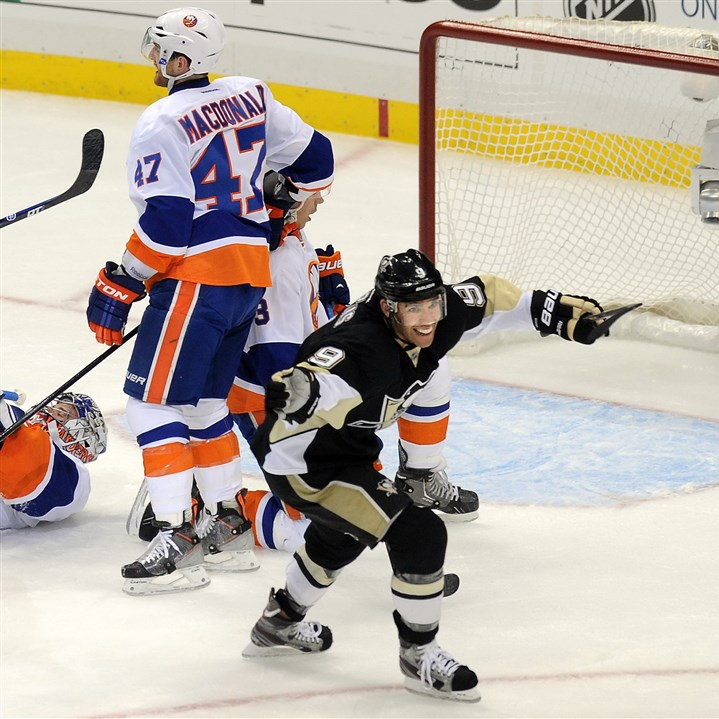 dupuis1129 Veteran winger Pascal Dupuis is still flying high this season despite a lack of goals.