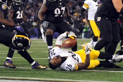1128mhSteelersVsRavensSport.15-1 Le'Veon Bell loses his helmet after a hit that cost the Steelers a touchdown late in the fourth quarter.
