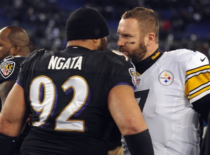 1128mhSteelersVsRavensSports23-4 Ben Roethlisberger talks to Haloti Ngata after the Ravens defeated the Steelers, 22-20, in Baltimore.