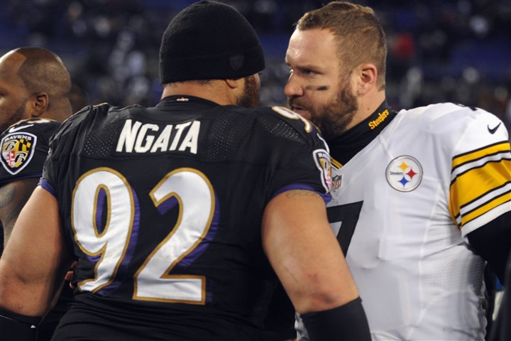 1128mhSteelersVsRavensSports23-4 Ben Roethlisberger talks to Haloti Ngata after the Baltimore Ravens defeated the Steelers, 22-20, in Baltimore on Thanksgiving Day.