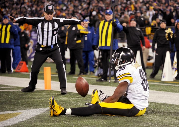 1128mhSteelersVsRavensSport.12 The Steelers' Emmanuel Sanders fails in his attempt to catch a pass for a two-point conversion in the final seconds of the game against Baltimore.