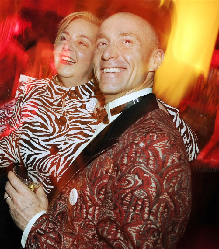 Gitnik1-1 Dana Ingham (with Angela Love) at the Dirty Ball in a vintage brocade dinner jacket from Hey Betty!