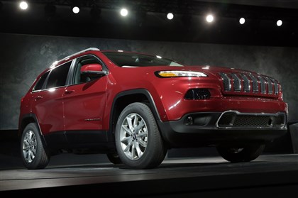 20131204hoAutoSalesBiz-1 The all-new Jeep Cherokee topped 10,000 in sales in its first month on the market.