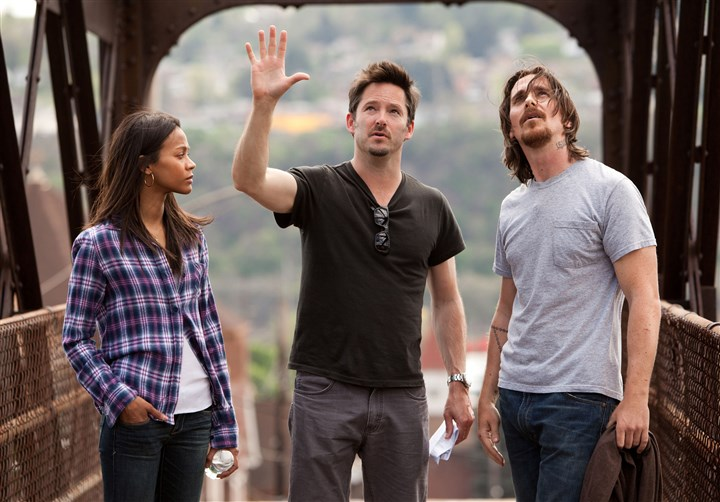 "OutoftheFurnace.jpg From lft, Zoe Saldana, director Scott Cooper and star Christian Bale discuss a scene in ""Out of the Furnace."""