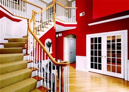 20131205hoppgmagRedFoyer PPG Paints Red Gumball (PPG 233-7) on the walls of this grand entrancee plays nicely against crisp, white wainscoting and presents a majestic appearance all yearlong.