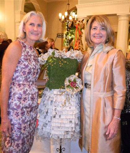20131205hoseenseenDSCN1377 Laura Dawson and Barbara Laswell.
