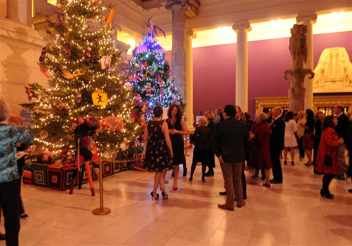 20131204JHSEENTree09-8 Carnegie Museum Christmas Tree Party.