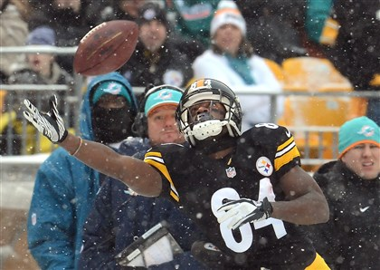 20131208pdSteelersSports14-6 Steelers wide receiver Antonio Brown misses a pass from quarterback Ben Roethlisberger during a snowy match against Miami at Heinz Field.