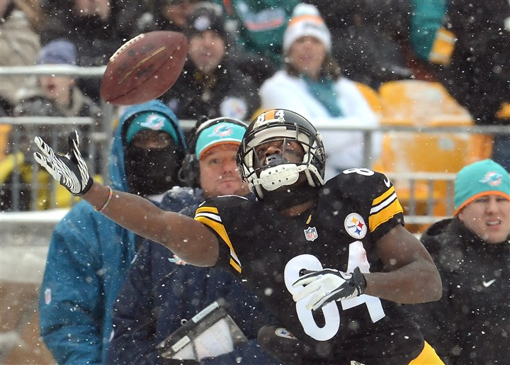 20131208pdSteelersSports14-6 Steelers wide receiver Antonio Brown misses a pass from quarterback Ben Roethlisberger at Heinz Field on Sunday.