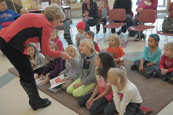 "9k700ktk-1 Local author Joan Dinan meets children before reading from her book ""Will Santa Come Tonight?"" at Peters Township Public Library."