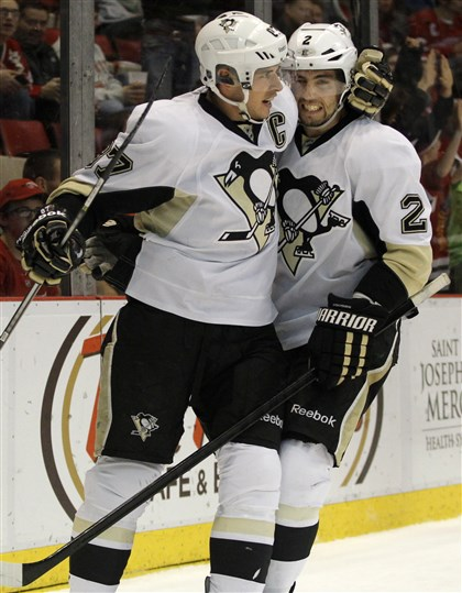 Penguins Red Wings Hockey 4 Sidney Crosby (87) celebrates his first-period goal with teammate Matt Niskanen.