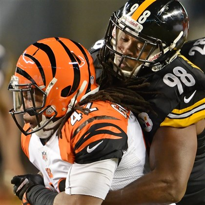 cook1216 Steelers linebacker Vince Williams stops Bengals running back BenJarvus Green-Ellis for no gain in the first half at Heinz Field Sunday night.