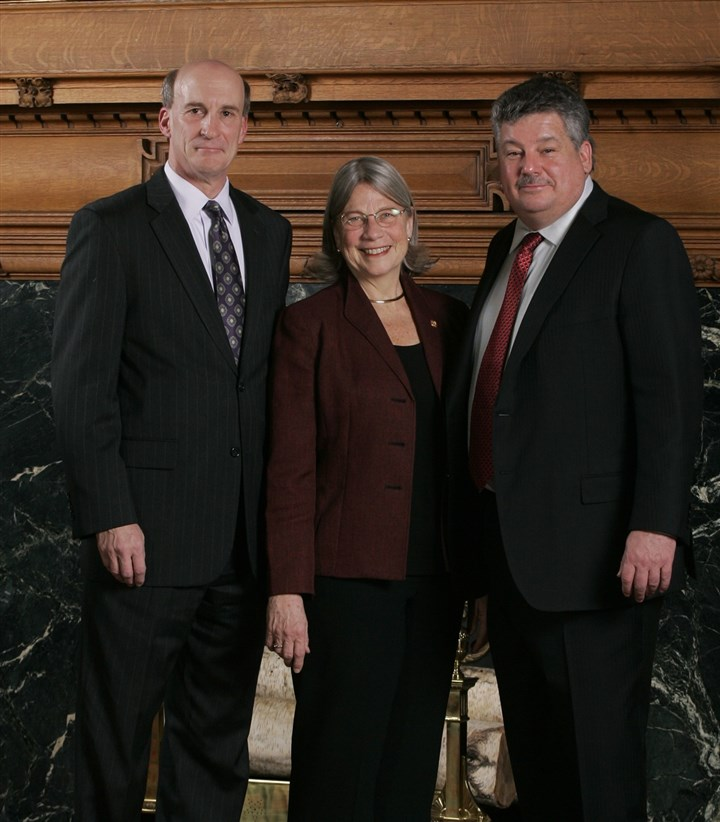 W&JAwardwinners Dennis Yablonsky, W&J president Tori Haring-Smith and David Ross.