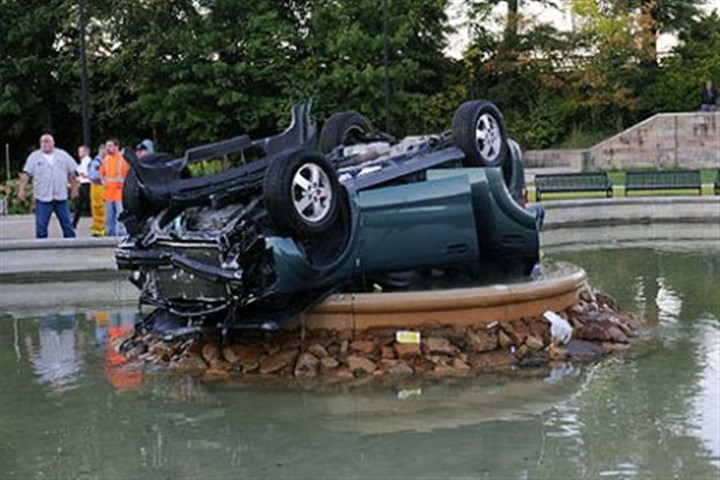buzzcar2222 Sept. 27, Highland Park: a Saturn SUV made an incredible landing after the driver lost control and flipped into the fountain.