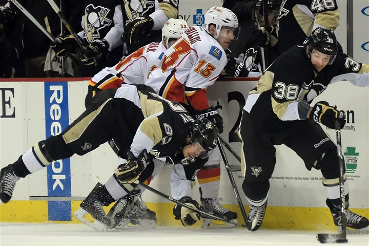 Penguins re-sign Zach Sill The Penguins' Zach Sill, right, gets possession of the puck beside Sidney Crosby and the Flames' Sean Monahan.