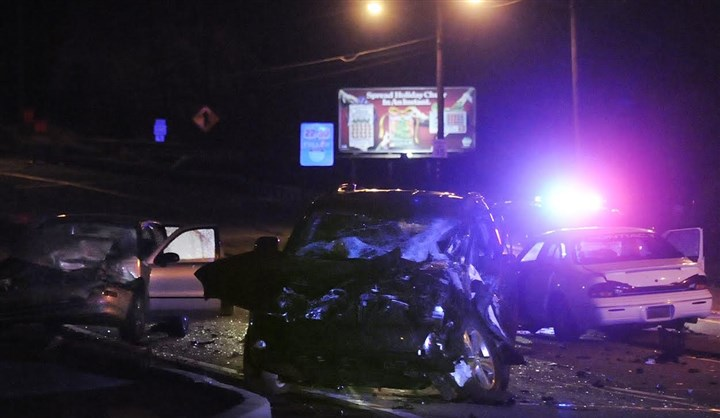 20131222fatalLOCAL Police investigate the scene of a crash that left one man dead and another person in police custody for a suspected DUI Sunday night on Sawmill Run Boulevard near Woodruff Street.